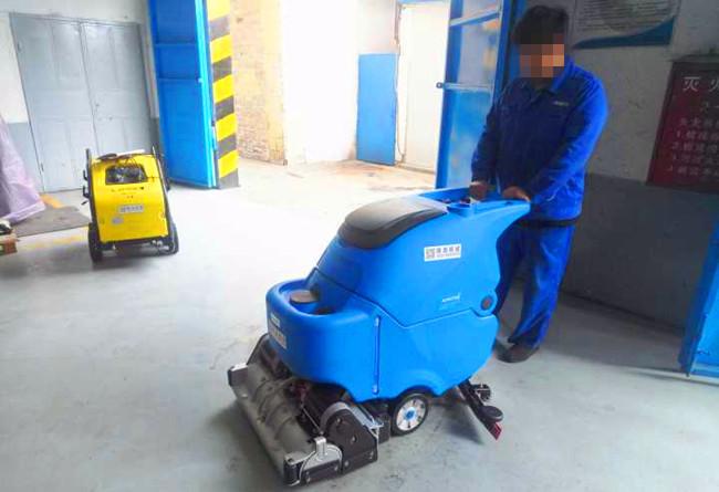 山东聊城冶金机械厂采购拓成手推式洗地机